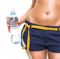 Keni degjuar per dieten e ujit. Ja sa shpejt humbni peshe.nje gote te madhe uje