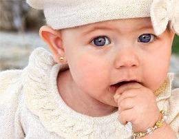 Mosha e duhur per te shpuar veshet e bebeve. para moshes 6 vjec keshilla te mjekeve