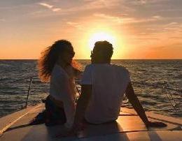 Vedat Ademi - Let Me Love (Teksti) Baby let me love të jem vetëm i asaj Sa herë m'shikon ajo më bën për veti, Unë po du me t'pas