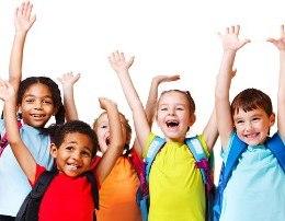 Kur Qeshin Femijet (Poezi per femije) u buzëqesh fytyra prindërve një dorë u fshin shqetësimet Barikada jonë rrënjët i ka