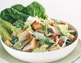 Sallate Ceasar e shendetshme dhe e shijshme per stinen e veres.