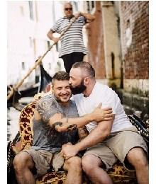 Një propozim i ëmbël për martesë, dy djem aspak të zakonshëm, por shumë romantikë