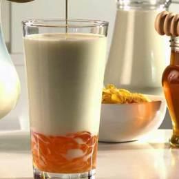 7 Perfitimet e organizmit nga perzierja e qumeshtit me mjalte. Shendet