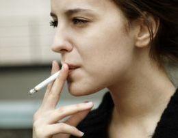 Kenaqesia qe krijon varesi. Pse adoleshentet abuzojne me pirjen e duhanit.