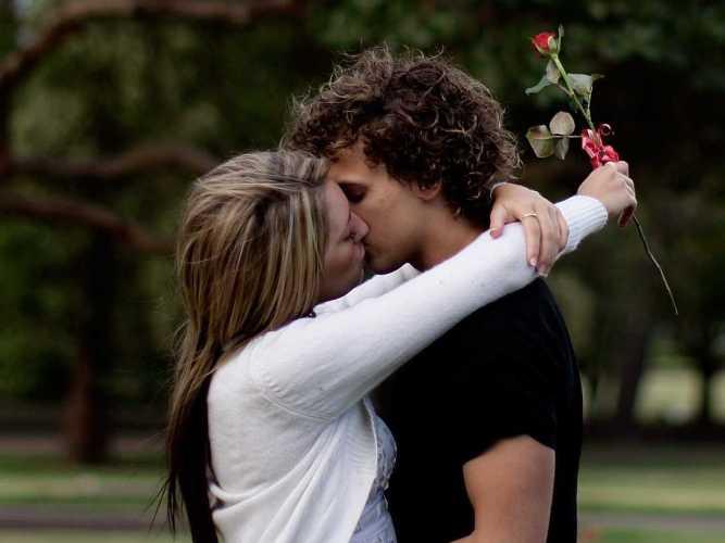Cfare ndodh me organizmin e njeriut kur bie ne dashuri. Psikologji