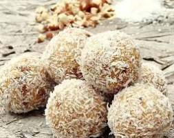 Llokume me arre kokosi te pergatitura ne shtepi.