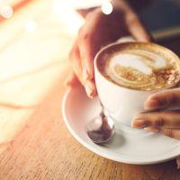 Kur eshte momenti i duhur per te konsumuar kafen e mengjesit?