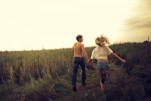 A kthehet miqesia ne dashuri? Si mund ta kuptoni nese po ndodh me ju?