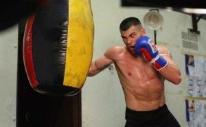 Boksieri shqiptar Jurgen Uldedaj synon titullin per kampion bote WBO Junior. 2