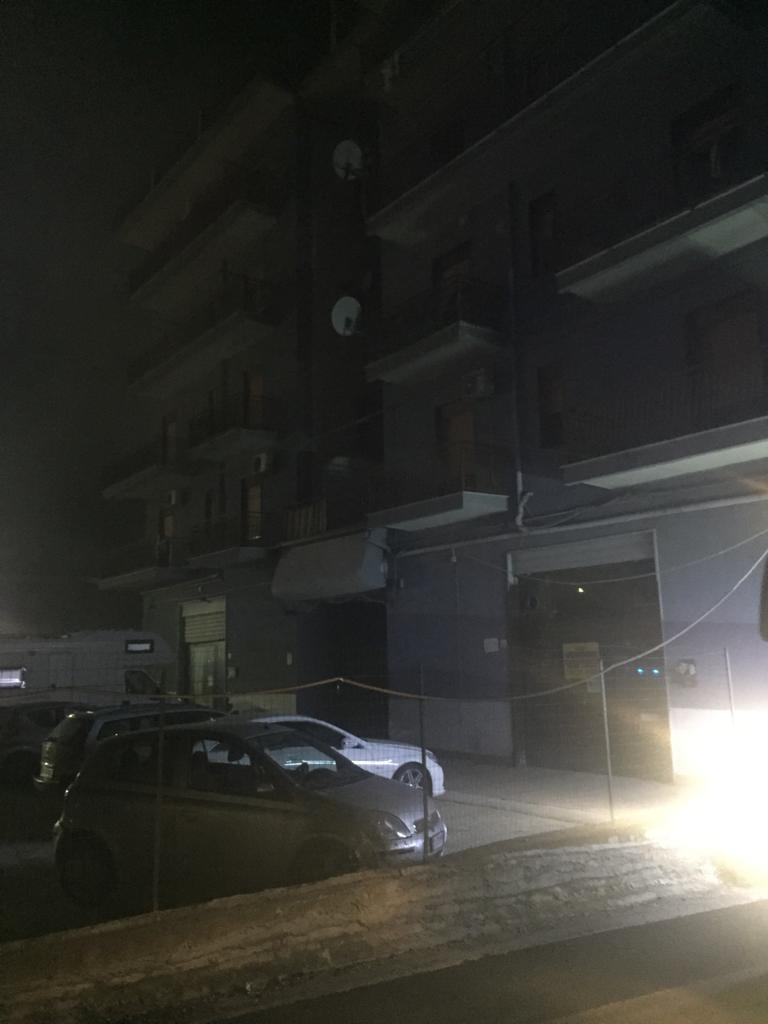 Agrigento, via Unità d'Italia, devastante incendio in un magazzino di imballaggi alimentari. Evacuato tutto il palazzo (Foto Gallery)