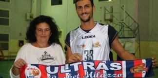 La presidente Loredana Oliva con il nuovo acquisto Filippo Mori