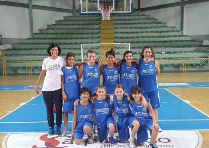 Mara Buzzanca con atlete Alma Basket