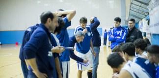 Coach Baldaro da indicazioni ai propri giocatori