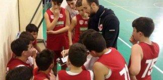Coach Vittorio con le giovanili del Costa D'Orlando