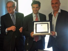 Enzo Sindoni premiato dal presidente Coni Sicilia D'Antonio e l'Assessore regionale allo Sport Anthony Barbagallo