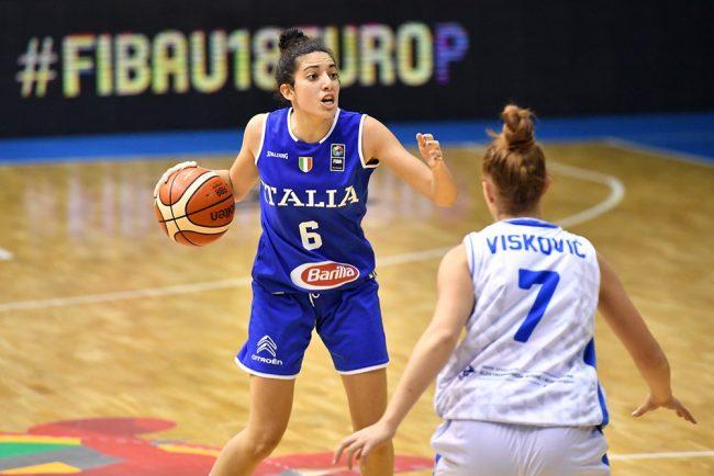 Costanza Verona in campo contro la Bosnia