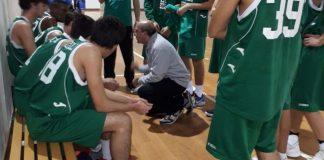 Piero Musumeci e la formazione U18 del Green Basket