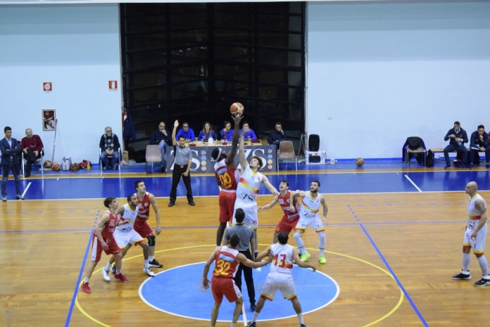 Palla a due Basket School Messina - Orsa Barcellona