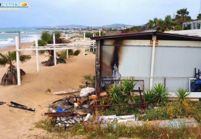 """Incendiato per la terza volta il chiosco """"Baraonda"""" a San Leone"""