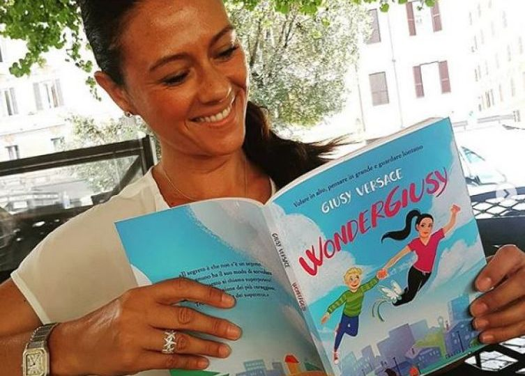 """""""WonderGiusy"""" Versace mette le ali e arriva a Biancavilla per la sua missione sorriso"""