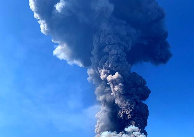 Stromboli, eruzione in corso. Un morto e un ferito
