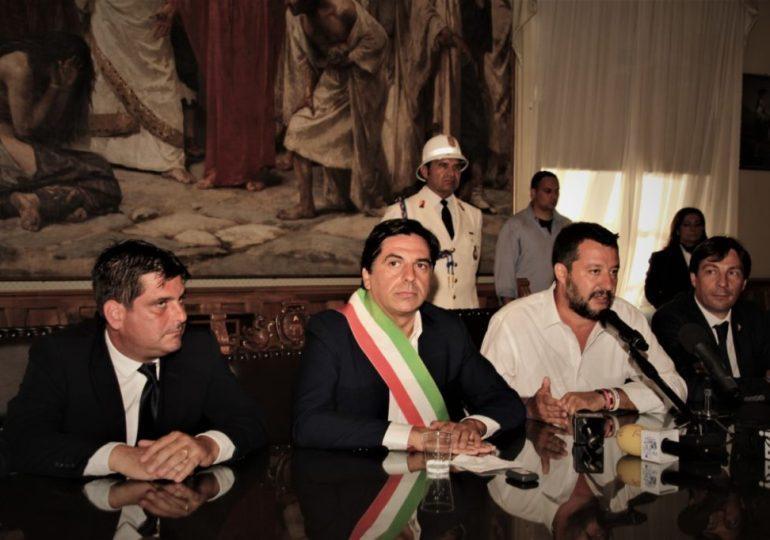 Per Salvini record di selfie a Taormina e contestazione a Catania