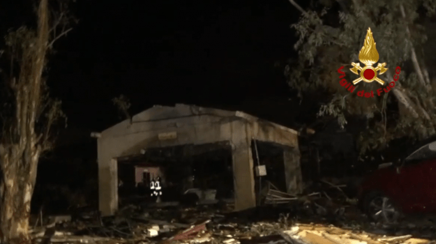 Barcellona Pozzo di Gotto, esplosione in un deposito di fuochi d'artificio: cinque mortie due feriti