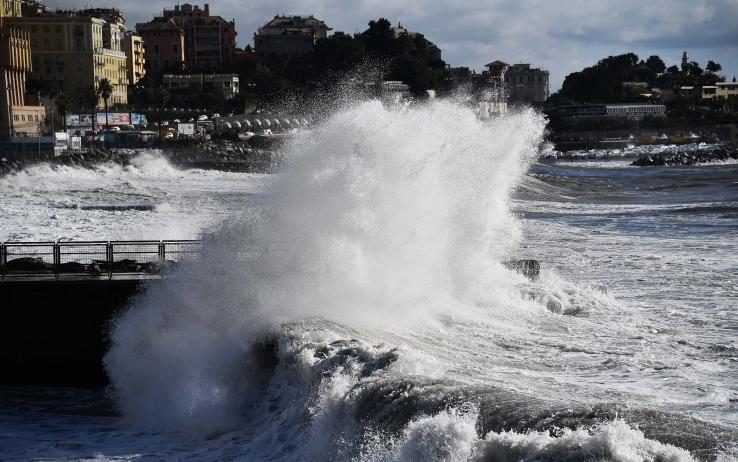 Maltempo Sicilia: mare forza 7 e vento forte, Eolie isolate