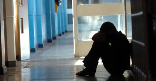 Catania, Picchiano compagne di scuola e postano video della violenza: denunciate due minorenni