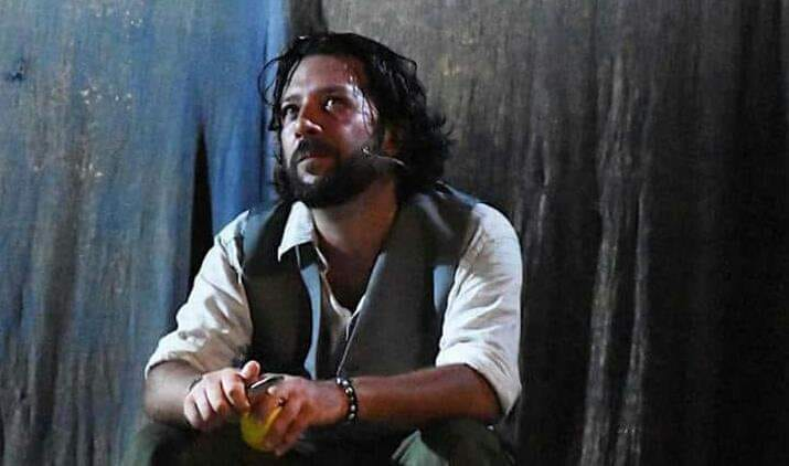 """«Il teatro per smuovere coscienze e scardinare pregiudizi». L'intervista al regista Germano Martorana, che mette in scena """"Liberaci dai nostri mali"""""""