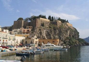 Incentivi ed esenzioni per fare ripartire il turismo, le richieste degli operatori eoliani