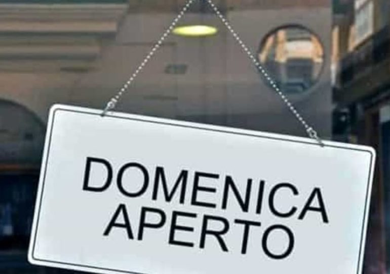 Catania, Pogliese firma ordinanza: negozi aperti domenica e festivi