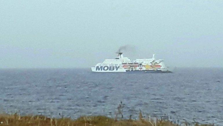 Migranti: Musumeci, servono nuove navi per la quarantena