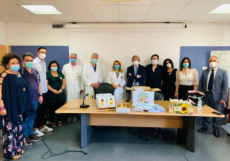 L'associazione Rinascendo dona cinquecento mascherine per i bambini della Pediatria del Garibaldi-Nesima
