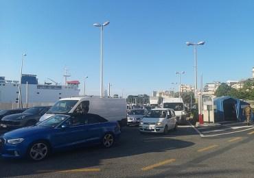 La Sicilia riapre, code sullo Stretto per imbarcarsi