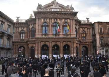 Lavoratori dello spettacolo in piazza per protestare contro la nuova chiusura imposta dal DPCM