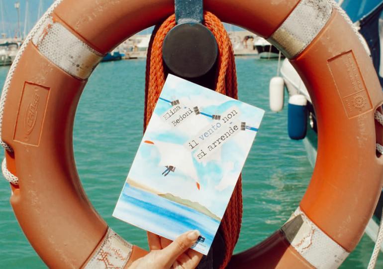 """Libri: """"Il vento non si arrende"""", un volo il deltaplano"""