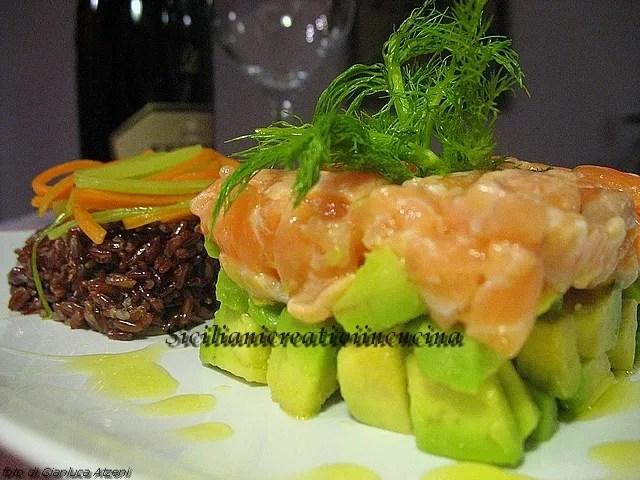 Il 'nostro' Zum Valentinstag: Lachs und Avocado in Tartar mit rotem Reis