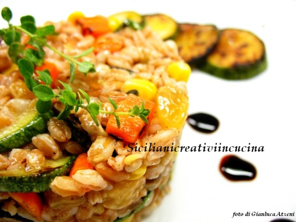 Vegetarian salad of farro