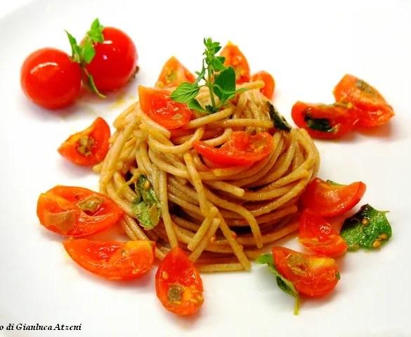 Spaghetti di farro freddi con pomodori pachino
