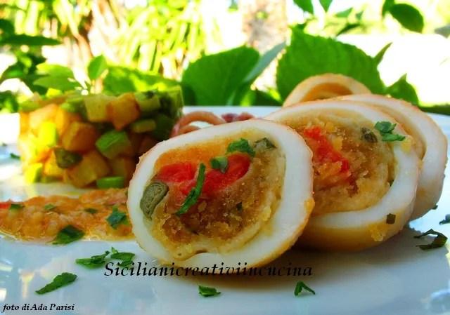 calamares rellenos guisado en blanco, pero, sin tomate. Una receta siciliana verano de sabor fresco y delicado