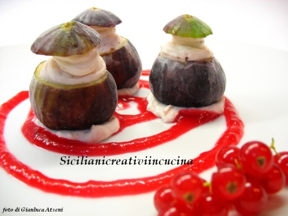 Figs ice cream with currant syrup: easy recipe that will amaze young and old