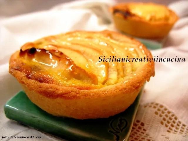 tartas de manzana con crema y mermelada de ciruelas con especias