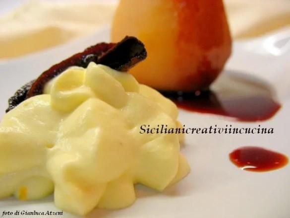 Pere cotte con salsa al vino