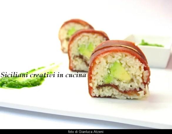 Bresaola Sushi und Avocado