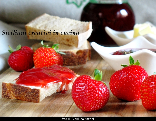 STRAWBERRY JAM AND GINGER (Ingredients for 4 jars of 300 grams each)