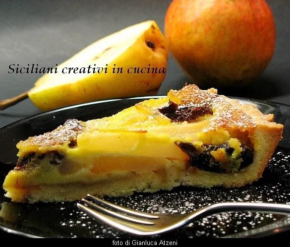 Crostata di crema cotta, pere e prugne