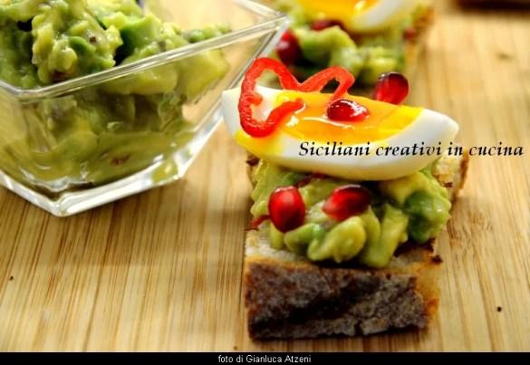 Bruschetta al guacamole