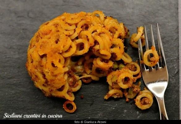 Timballo di anelletti siciliani al ragù