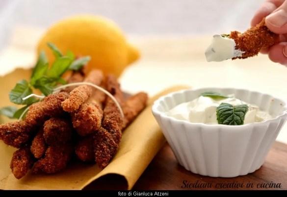 Asparagi fritti con salsa di yogurt e menta